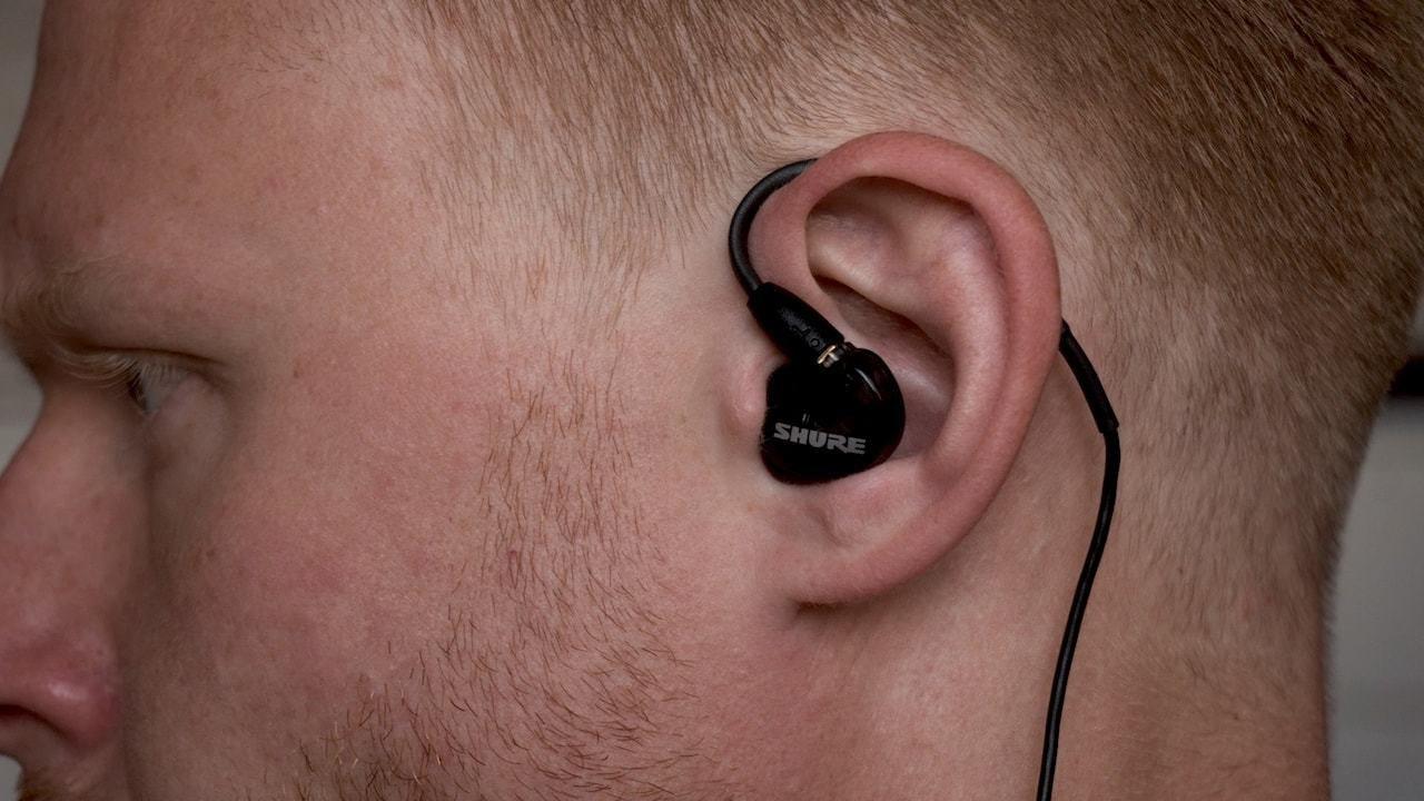 Благодаря своей форме и пенным амбушюрам в комплекте (!) наушники изолируют  почти все звуки извне — в метро можно спокойно ездить с выключенной музыкой  и не ... 2f9793f5e034c