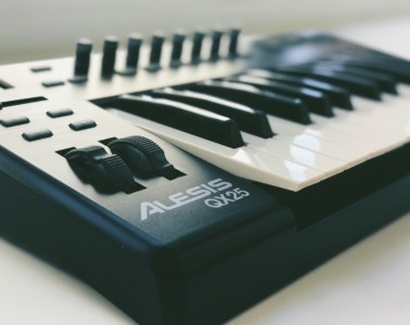 Alesis QX25